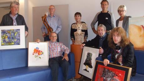 Jeder der Künstler hat seinen eigenen Stil: (hinten von links) Kenneth Pagett, Josef Böck, Brigitte Winter, Hama Lohrmann, Ingrid Egger sowie (vorn) Heinz Tomaschek, Heinz Kaiser und Leander Bauer