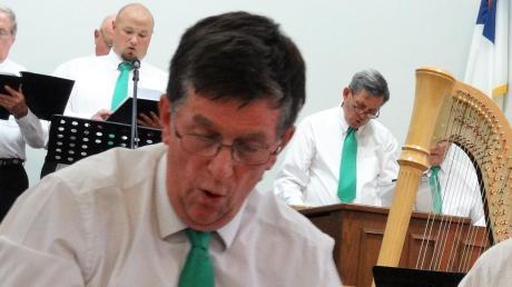 Cormac Brian O'Duffy als Dirigent eines Oratoriums.