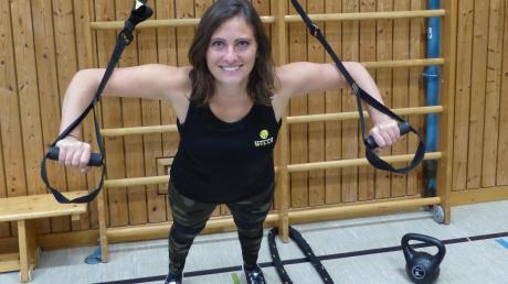 Schlingentrainer, Kettlebells und Battleropes kommen beim Wille-X-Cross-Trainingskonzept zum Einsatz, verrät Sandra Wille, die Gründerin von Bewegungswille. Das kraftintensive Ganzkörperworkout lockt sogar den einen oder anderen Mann, obgleich aktuell etwa 90 Prozent der Kunden weiblich sind.