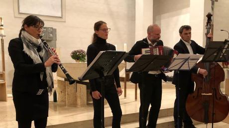Das Ensemble Bukolika mit (von links) Teresa Schädle, Bernadette Lohner, Christoph Lang und Albert Gastl trag beim Kirchenkonzert in Ellgau auf.