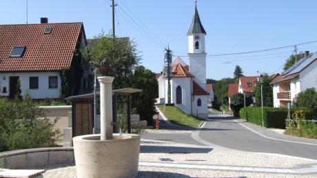 Die Dorferneuerung im Fischacher Ortsteil Reitenbuch kann sich sehen lassen. Ähnliches schwebt Bürgermeister Peter Ziegelmeier auch für Aretsried vor. Nun sucht er das Gespräch mit dem zuständigen Amt für Ländliche Entwicklung.