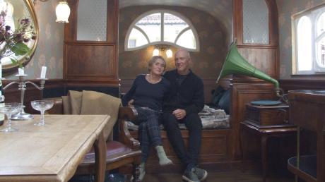 Hier kann man sich wohlfühlen und von schönen Dingen träumen: Christine Roggors und Joachim Pangratz haben einen alten Zirkuswagen in ein innenarchitektonisches Juwel verwandelt.