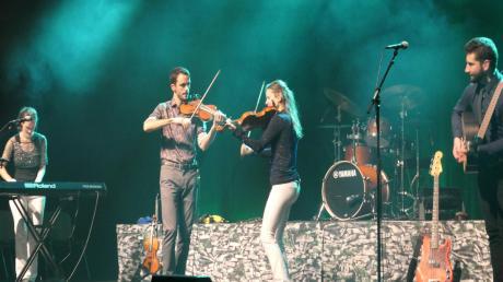 """Als Kanadas """"new folk sensation"""" brachten die Musiker der Fitzgeralds echt irischen Sound in die Stadthalle Gersthofen. Und das Publikum war begeistert."""