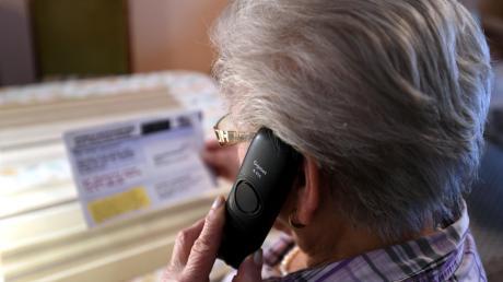 Betrüger gaben sich am Telefon als Polizisten aus. Eine Seniorin aus Gundelfingen erkannte das aber gleich.
