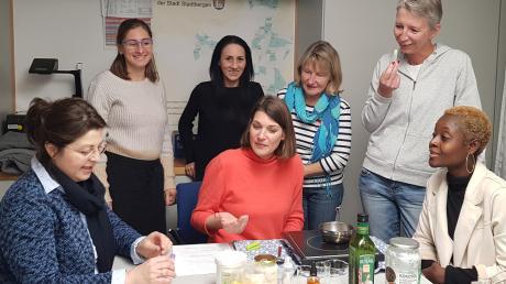 Austausch unter Frauen: (von links) Tanja Köhler (BFZ), Monika Tolle (Jobcenter), Simone Probst (Koki), Ulrike Staudner (Perspektive Wiedereinstieg), Siegrid Hunger (Sozialamt) und Annette Rosch (Agentur für Arbeit).