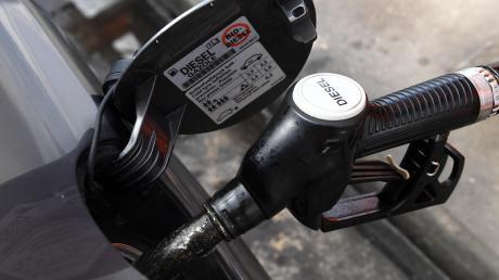 Wo Diesel drauf stand, war bei einer Tankstelle in Biberbach Benzin drin. Das hatte Folgen.