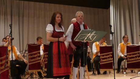 Mit Witz, Kabarett und viel Musik begrüßte die Etwas andere Feierwehrkapell'n aus Siegertshofen die Freunde der böhmisch-mährischen Blasmusik.