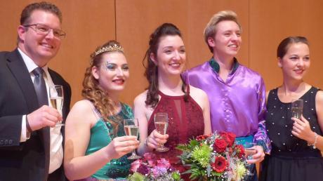 Ein Gläschen auf die neue Saison trinken (von links) Jörg Däuber, Alina Geiger, die neue Prinzessin Barbara Wiedemann, Leopold Wiedemann und Julia Strohwasser.