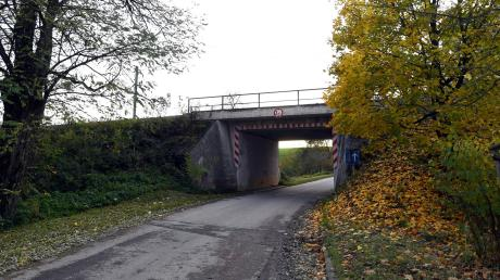 Der Gemeinderat von Zusmarshausen hat sich dagegen entschieden, die Bahnunterführung in Gabelbach neu zu bauen.
