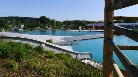Als Vorbild für ein mögliches Freibad in Adelsried gilt das Naturfreibad in Fischach.