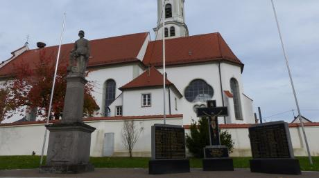 Das neue Kriegerdenkmal an der Kirche in Westendorf wird am Samstag geweiht.