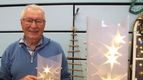 Effektvolle Windlichter aus Sternenfolie präsentierte Martin Uhl.