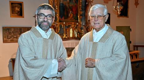 Pfarrer Gerhard Kögel (links) wird Nachfolger von Pfarrer Anton Wagner, der von der Kobelkirche Abschied nimmt.