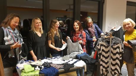 """Nachhaltiger Shoppingspaß war beim """"Frauenkram-Event"""" im Haus der Familie garantiert: (von links) Tina Baier, Franziska Förg, Julia Kirner, Anette Kuhrmeier, Dagmar Werkmann und Hedi Edinger."""