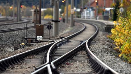 In Gessertshausen trifft das Gleis der Staudenbahn auf die vielbefahrene Hauptstrecke nach Augsburg.