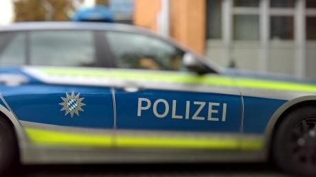 In Dinkelscherben ist ein Mann festgenommen worden, der sich im Drogenrausch vor der Polizei verstecken wollte.