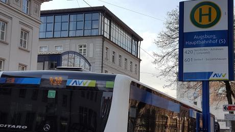 Die Tariffreform des Augsburger Verkehrsverbundes – hier ein Regionalbus beim Landratsamt – ist besser als ihr Ruf.