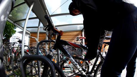Ein Fahrraddieb wurde in Lauingen auf frischer Tat ertappt.