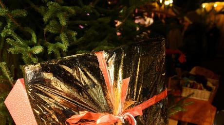 Ja ist denn schon Bescherung? In Steppach wird der Weihnachtsmarkt wieder schön geschmückt.