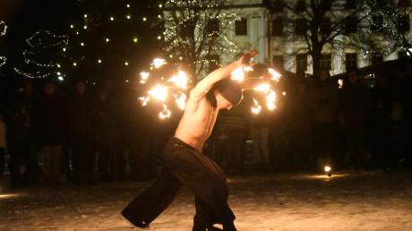 Auch in diesem Jahr treten im Rahmen des Engerlmarktes Feuerkünstler auf. Am Samstag ab 17 Uhr werden im Innenhof des Klosters die Funken fliegen.