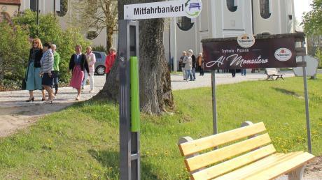 In Sielenbach im Kreis Aichach-Friedberg wurde im Frühjahr eine Mitfahrbank aufgestellt.