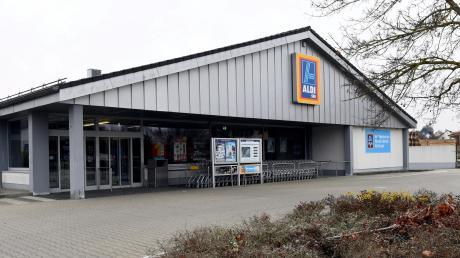 Der Discounter Aldi in Zusmarshausen braucht mehr Platz zum Verkaufen, Lagern sowie zum Backen und will sich vergrößern. Nun befasste sich der Gemeinderat mit dem entsprechenden Antrag.