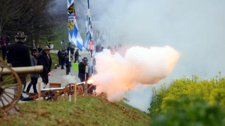 Beim Barbaraschießen in Aretsried stiegen Rauchwolken auf.