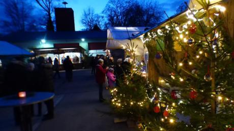 Der kleine, sehr romantische Weihnachtsmarkt in Anhausen hat inzwischen viele Liebhaber.