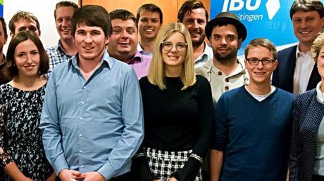 Mit ihren Gästen stellten sich die nominierten Kandidaten der Jungen Bürger Union Meitingen nach der Listenerstellung zu einem Gruppenfoto auf.