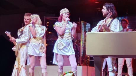"""Die Show """"Abba - The Tribute Concert"""" will die Faszination der vier Schweden nach Fischach in die Staudenlandhalle bringen."""