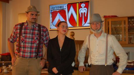"""Leonhard Donderer, Elisabeth Ammann und Georg Hauser ((von links) übersetzten im Stück """"Dischgriera für Reigschmeckte"""" die Schriftsprache in schwäbischen Dialekt."""