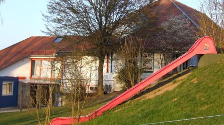 Nun soll es aus Kostengründen doch zu keinem Erweiterungsbau des Kindergartens St. Nikolaus in Kutzenhausen kommen. Näheres dazu soll in der nächsten Gemeinderatssitzung vorgestellt werden.