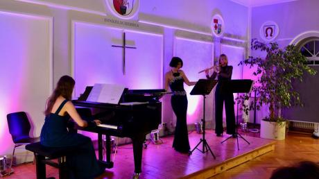 Das Publikum im Dinkelscherber Rathaus war von der musikalischen Qualität des Trios Fleurs begeistert.