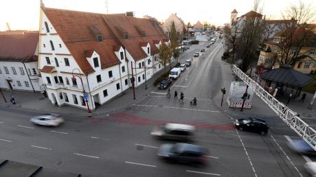 Auch wenn das Wirtshaus zum Strasser vor der Türe liegt – die Gersthofer Politik zieht's heuer mit dem Shuttlebus nach Augsburg.