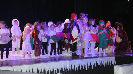 """Beim Kindermusical """"Botschaft der Liebe"""" in Neusäß zeigten auch die kleinsten Darsteller ihre große Begeisterung für Spiel und Gesang."""