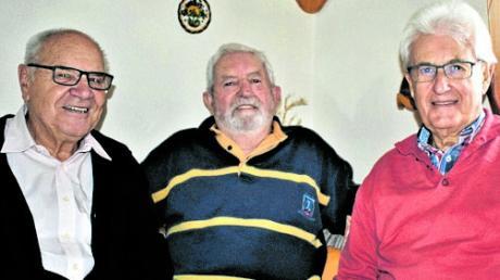 Die SPD Gablingen gratulierte zum 80. Geburtstag: (von links) Ernst Raunigk, Gerhard Meister und Walter Trettwer.