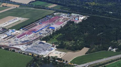 Die Lech-Stahlwerke Meitingen wollen mehr Stahl produzieren als bisher zulässig. Dazu brauchen sie eine immissionsrechtliche Genehmigung des Landratsamts Augsburg.