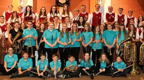 Beim alljährlichen Herbstkonzert des Musikvereins in Emersacker wurden auch langjährige Musiker geehrt.