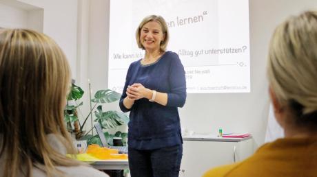 Tipps für leichteres Lernen gab Lerntrainerin Eva Hörtrich im Familienstützpunkt Neusäß.