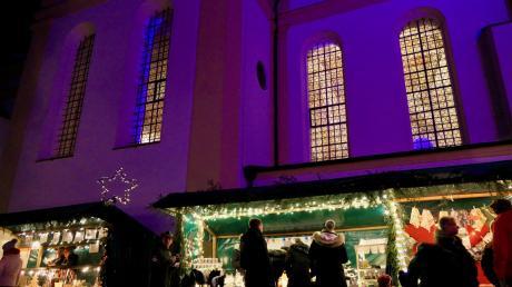Der Weihnachtsglanz auf dem Biberbacher Kirchberg bezauberte die zahlreichen Besucher.