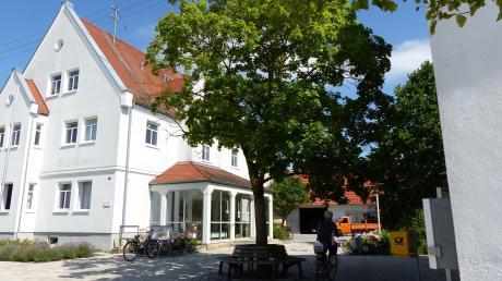 Der Rat kann laut bayerischer Gemeindeordnung und als kreisangehörige Gemeinde mit weniger als 5000 Einwohnern über die Rechtsstellung des Bürgermeisters entscheiden.