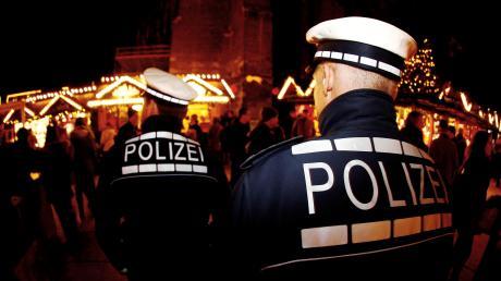 Nach dem tödlichen Angriff auf einen 49-Jährigen auf dem Augsburger Königsplatz erhöht die Polizei die Präsenz auf Weihnachtsmärkten.