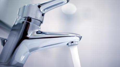 Gute Nachricht für alle Langweider: Zum 1. Januar sinkt der Wasserpreis um 15 Cent pro Kubikmeter.