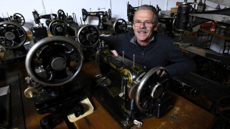 250 historische Nähmaschinen stehen bei Josef Lachenmayr. Bereits vor 45 Jahren hat der Rentner mit dem Sammeln angefangen.