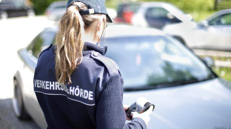 51 Knöllchen wurden heuer in Aystetten schon verteilt. Das ärgert viele Bürger. Sie fordern mehr Parkplätze.