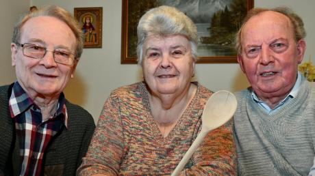 Hermann Schalk , Centa und Johann Wittmann (von links) haben beim Seniorentreff gekocht.