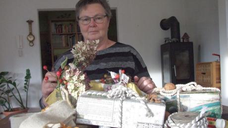 Geschenke kann man auch ohne Plastikfolien und -schleifen, Klebefilmstreifen oder Kunststoffbändern verpacken. Sabine Spennesberger aus Ustersbach schmückt ihre Präsente nachhaltig und umweltschonend.