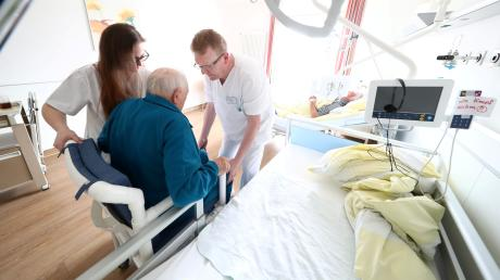 Ist die ambulante Pflege in so genannten Seniorenwohngemeinschaften mit ambulanten Diensten so gut wie in Heimen? Diese Frage haben Vorfälle im Landkreis Augsburg aufgeworfen.