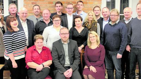 Diese Kandidaten schickt der CSU-Ortsverband Langweid in die Kommunalwahl 2020. Vorne in der Mitte Bürgermeisterkandidat Jürgen Gilg.