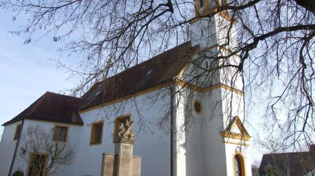 Die St.-Gallus-Kirche prägt Deubach. Der Gessertshauser Ortsteil feiert 2020 die erste urkundliche Erwähnung vor 950 Jahren. Auf dem Platz neben der Kirche findet im Juli ein dreitägiges Dorffest statt.